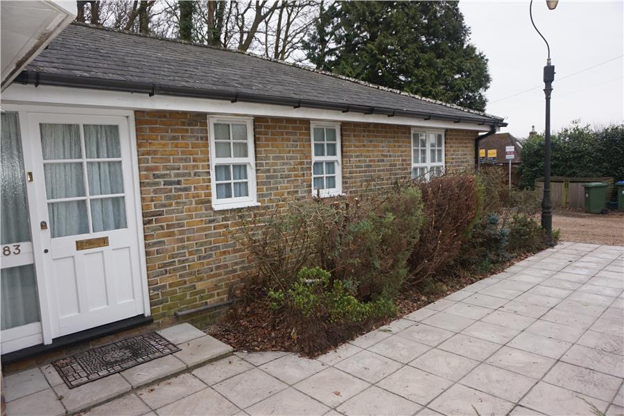 2 Bedrooms Semi Detached Bungalow for sale in Bassett Green Road, Southampton, SO16 3NE
